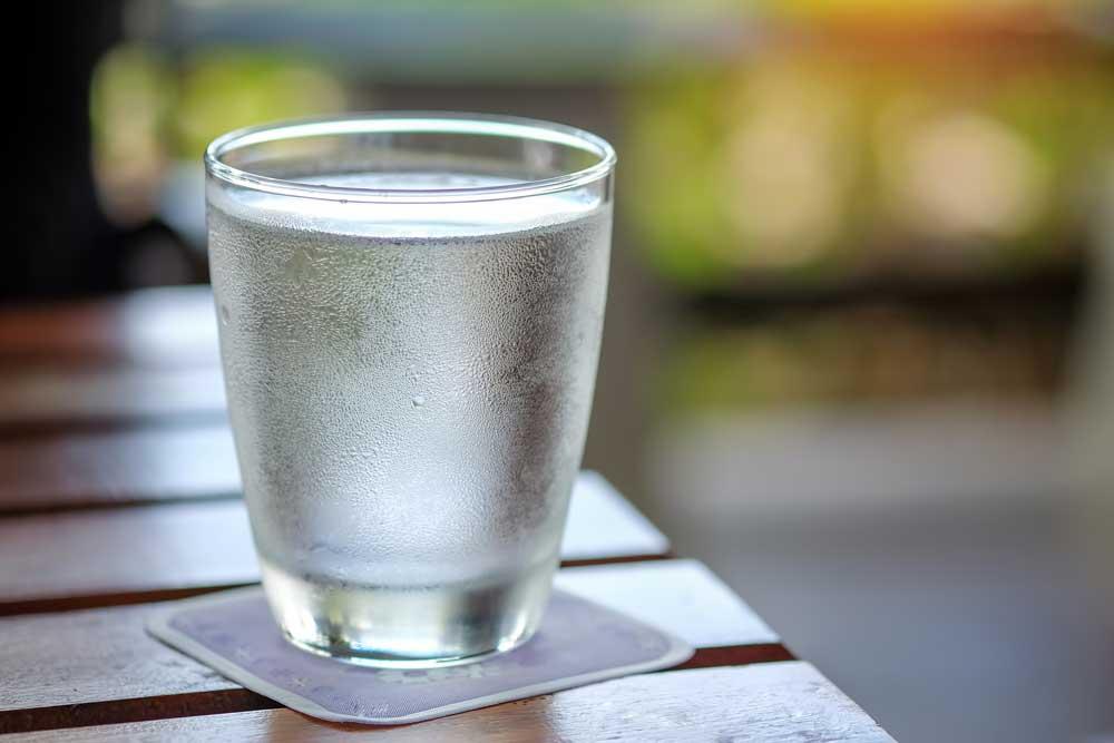 pahar cu apa detoxifiere ficat